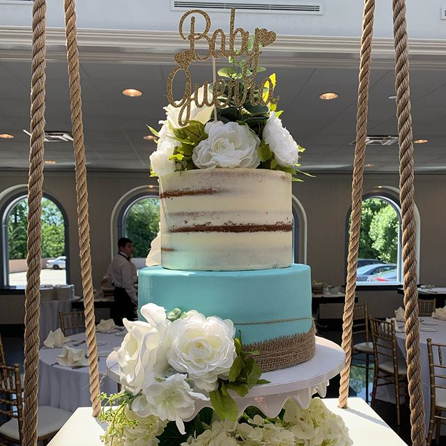 Cray Cray for Cakes' Three-tiered Floral Cake